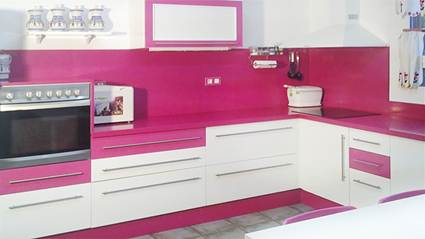 Decocasa en colombia rosa en la cocina - Cocinas rosa fucsia ...