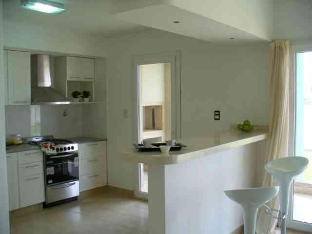 Decocasa en colombia un desayunador en la cocina for Cocinas modernas pequenas para apartamentos con desayunador