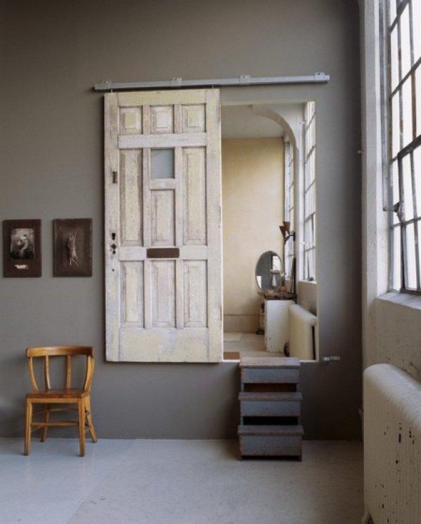 Puertas De Baño Rusticas: rústica: dos puertas de madera gastada que actúan como cabeceros